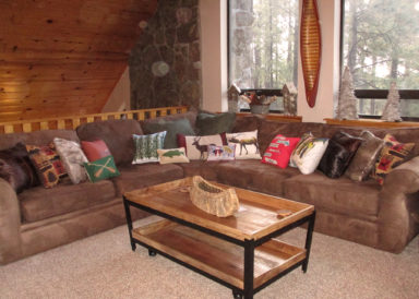 acornlodgeaz-upper-level-greatroom-102218